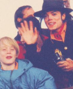 Raridades: Somente fotos RARAS de Michael Jackson. - Página 5 Tumblr_m06o3cui6E1qfeid8o4_250