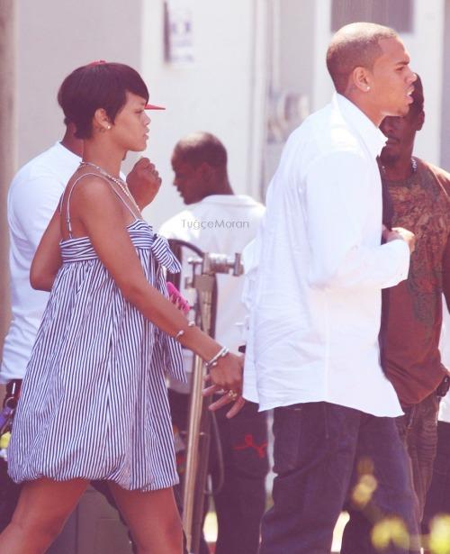Chris Brown and Rihanna. - Page 2 Tumblr_m0bfs50w6u1r7txzno1_500