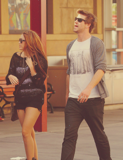 Miley Cyrus and Liam Hemsworth. - Page 7 Tumblr_m39vy8bHHT1r4hf3no1_250