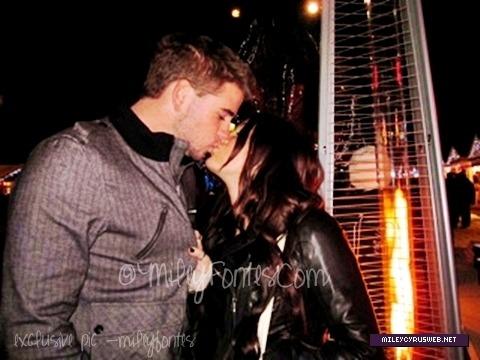 Miley Cyrus and Liam Hemsworth. - Page 7 Tumblr_m3rcyqwtUd1rq0g4go1_500