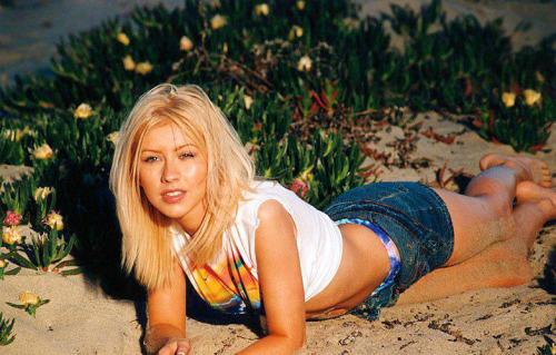 [Audio FanMade] Christina Aguilera - Genie in a Bottle (Ballad Version) Tumblr_m43hwy9hJI1r384hvo1_500