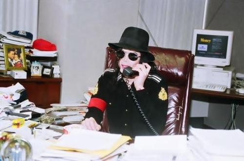 Raridades: Somente fotos RARAS de Michael Jackson. - Página 7 Tumblr_m457jwtUUH1r6gi1wo1_500