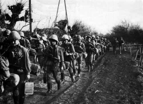 soldats soviétiques Tumblr_m53hvy5fZO1qbsnsoo1_500