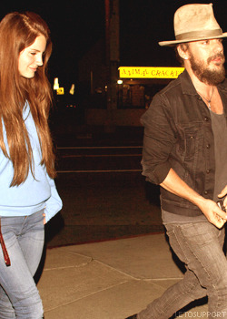 Lana Del Rey going to the Swinger restaurant with Shannon Leto Tumblr_m57iw9jpms1r2d3ybo3_250