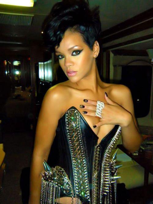 Rihanna .  - Page 37 Tumblr_m715qpyCWR1qgy8r3o1_500