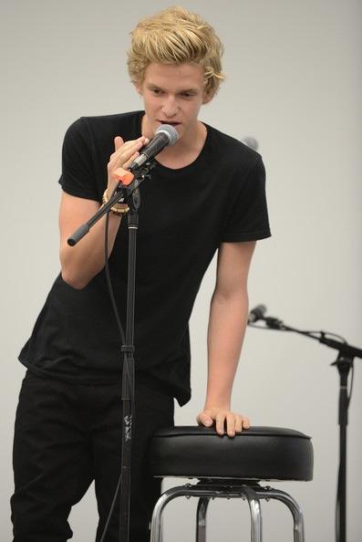 Cody Simpson.[2] Tumblr_m86y9ryeo61roq7yqo1_400
