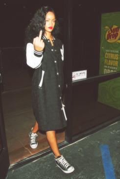 Rihanna .  - Page 39 Tumblr_m9fcz8Ad8v1qiet8go1_r2_250