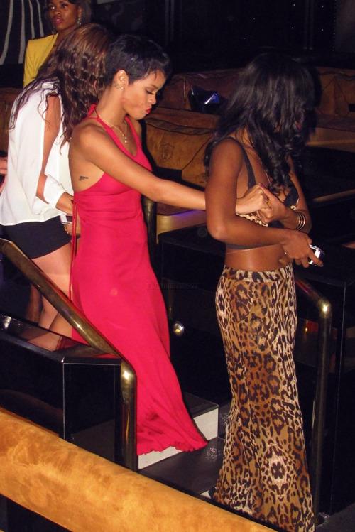 Fotos anteriores de Rihanna [3] > Apariciones, Photoshoots... - Página 2 Tumblr_matlceEe781qzclrjo1_500