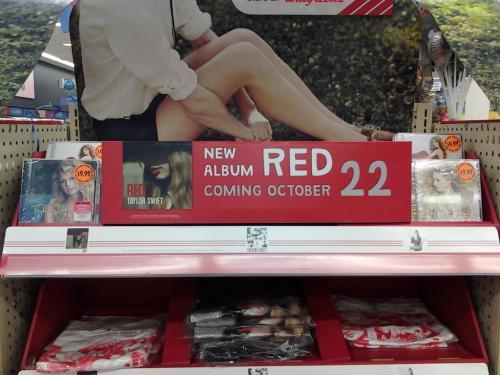 """Taylor Swift >> álbum """"Red"""" [II] - Página 2 Tumblr_mbg52hnreA1r7v5cyo1_500"""