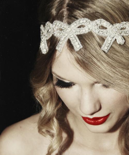 Taylor Swift - Page 37 Tumblr_mbv65jcPNe1qe0kcno1_500
