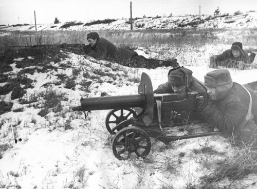 soldats soviétiques - Page 2 Tumblr_mc3dazp4HL1qbsnsoo1_500