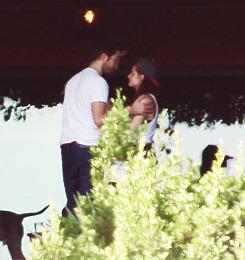 Kristen Stewart & Robert Pattinson - Page 19 Tumblr_mc3yozNwUE1qbsfgco4_r1_250