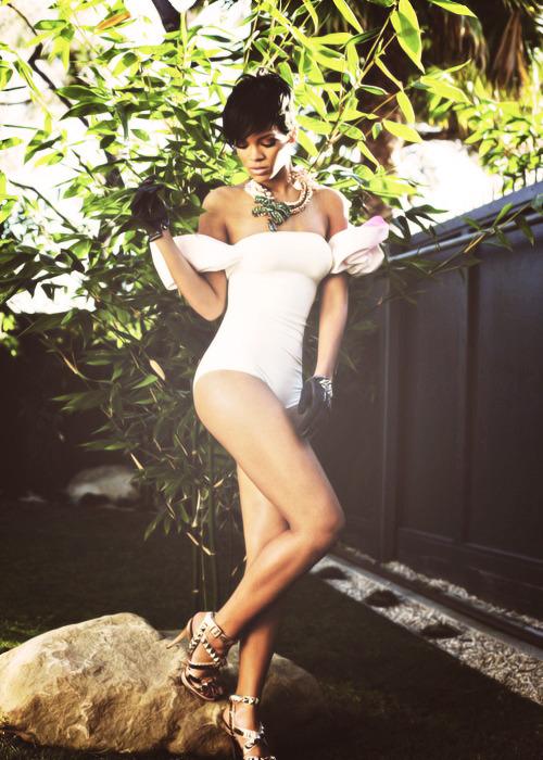 Rihanna. [2] - Page 3 Tumblr_mcg6dypNJp1rq1rb2o1_500