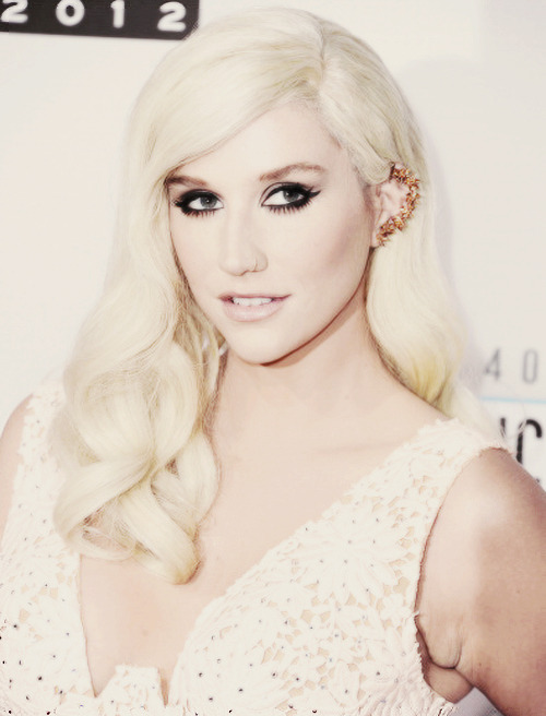 Kesha >> Galería [Candids, apariciones, paparazzi, etc.] - Página 7 Tumblr_mdpjznKjSS1qjlprpo1_500