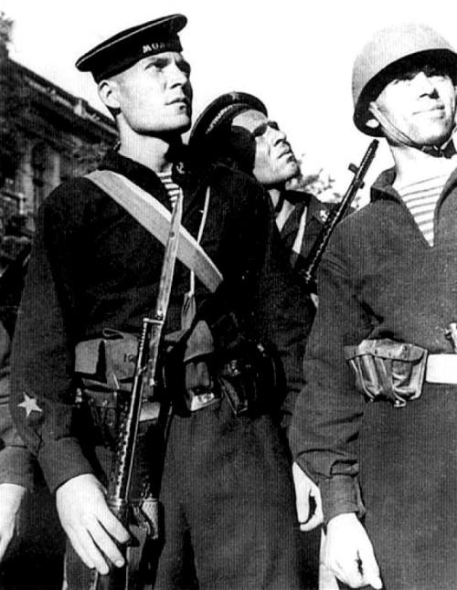 soldats soviétiques Tumblr_mdsl875g1A1qbsnsoo1_500