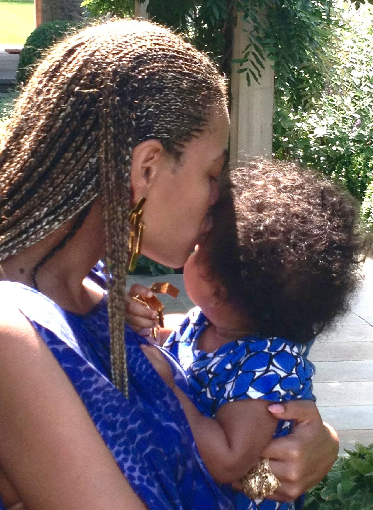 Beyoncé - Twitter (@Beyonce), Instagram (Baddiebey), Tumblr (I Am...) - Página 2 Tumblr_mdw9tsvR9e1rqgjz2o1_1280
