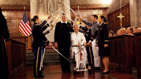Le mariage d'homosexuels. Ht_brenda_sue_fulton_penelope_gnesin_same_sex_marriage_west_point_jt_121201_wg1-600x337