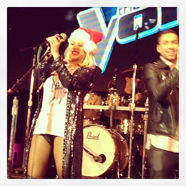 [The Voice 3] [Fotos+Videos] Christina Aguilera cantando con el #TeamXtina en la fiesta de despedida de The Voice Tumblr_mfbsd0X4ME1qbhhnbo1_1280