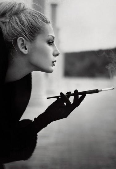 Fumando espero al Hombre que yo quiero..... Tumblr_mhg5r6ABzf1qe041ao1_400
