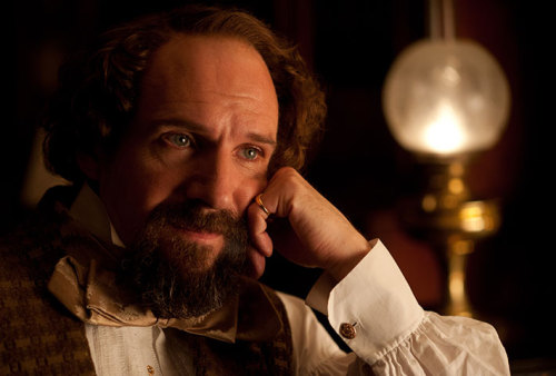 invisible - The Invisible woman : un nouveau biopic sur Charles Dickens (Ralph Fiennes) - Page 3 Tumblr_mw6hrhSPSC1r99o84o1_500
