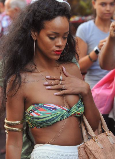 Fotos anteriores de Rihanna [3] > Apariciones, Photoshoots... - Página 2 Tumblr_mkubsrfzTq1qfymblo1_400