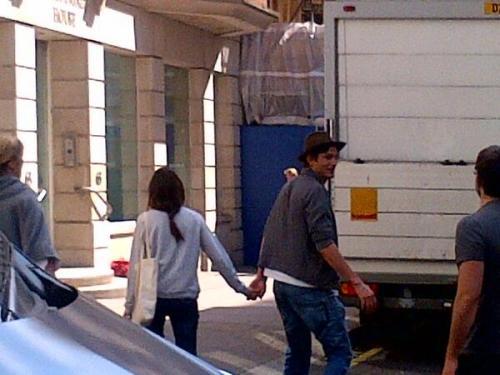 Mila Kunis and Ashton Kutcher. Tumblr_mnz53uSsKD1rd8bcro1_500