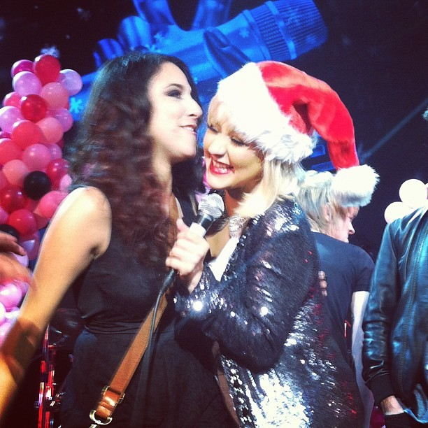 [The Voice 3] [Fotos+Videos] Christina Aguilera cantando con el #TeamXtina en la fiesta de despedida de The Voice Tumblr_mfbsd0X4ME1qbhhnbo8_r1_1280