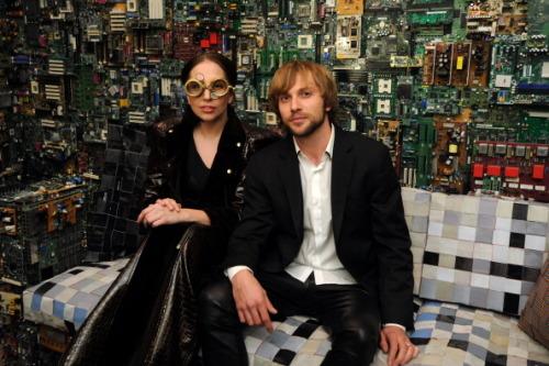Lady Gaga >> artRave [10/11/13] Tumblr_mw2v5heZv61qdmb8eo4_500