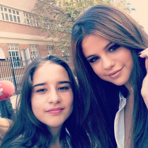 Selena Gomez[6] - Page 40 Tumblr_mspx3bP3Vq1r81g3ao1_500