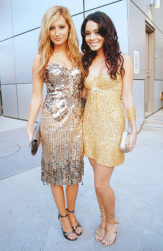 Ashley Tisdale and Vannesa Hudgens - Page 4 Tumblr_l4xotypyYx1qcylrko1_400