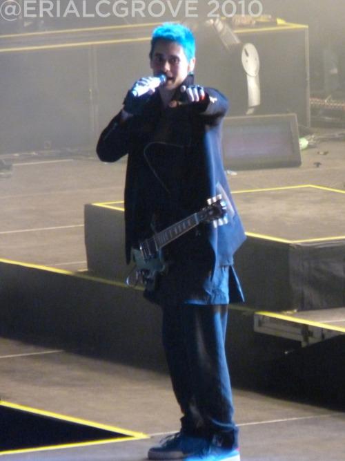 [HURRICANE TOUR] O2 Arena, London 30.11.2010 - Page 3 Tumblr_lcqafu7gY31qae397o1_500