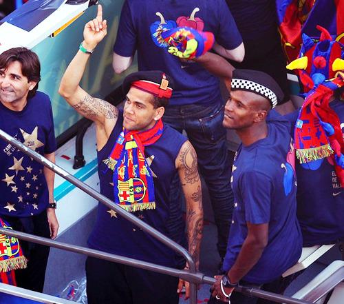 السعادة تغمر لاعبي برشلونة صور جميلة جدا الاحتفال باللقب  Tumblr_ll5deopMO01qzgf38o1_500