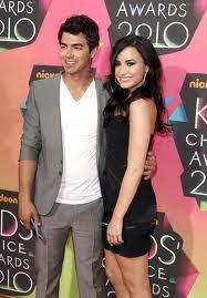 Joe Jonas and Demi Lovato. Tumblr_llz1z8UtxR1qkxwdgo1_250
