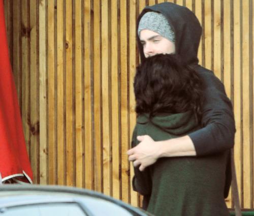 Zac Efron si Vanessa Hudgens. Tumblr_lmm8gdfFyI1qhx91co1_500