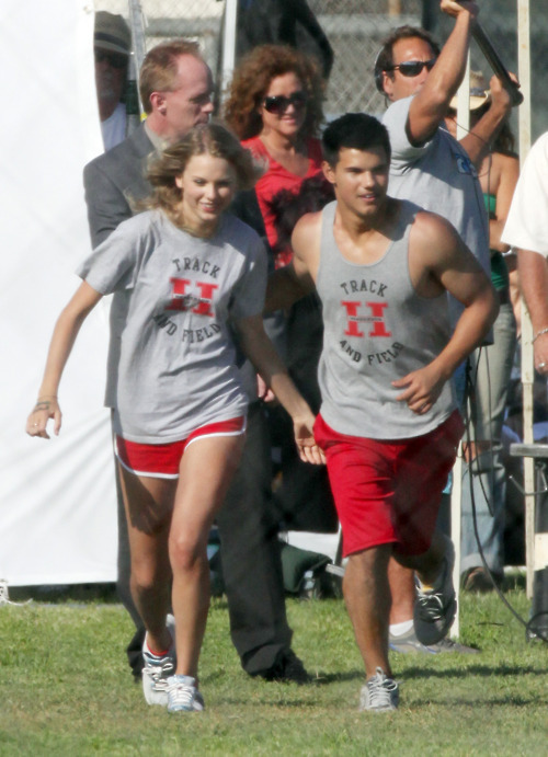 Taylor Swift and Taylor Lautner. Tumblr_lo2s1tdpkG1qmvomgo1_500