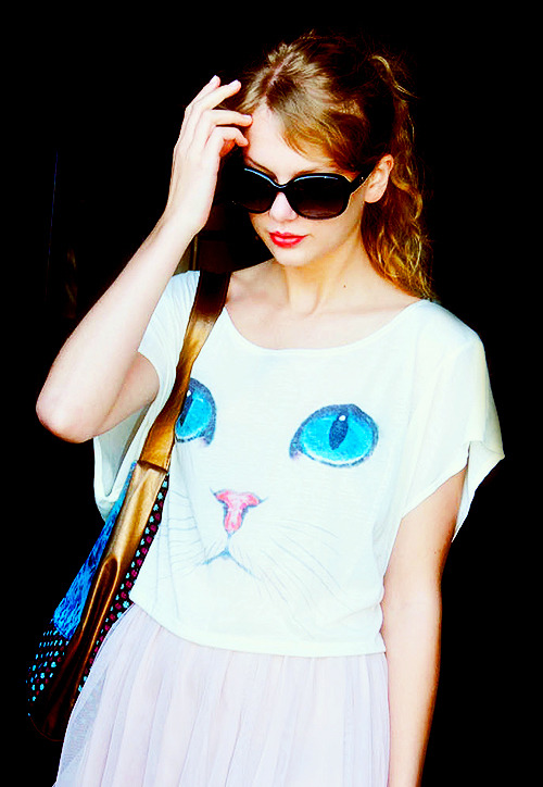 Taylor Swift - Page 6 Tumblr_lpeo97VOLQ1qai8ywo1_500