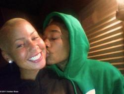 Wiz Khalifa and Amber Rose. - Page 2 Tumblr_lsbbzkIkjn1qe4b2xo2_250