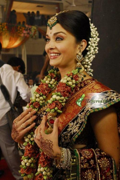 Aishwarya Rai Bachchan - Stránka 6 Tumblr_ltn8hhrc7r1r06cano1_500