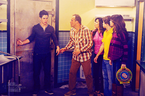Magicienii din Waverly Place - Page 3 Tumblr_lu9pxx6tgN1qh9icuo1_500