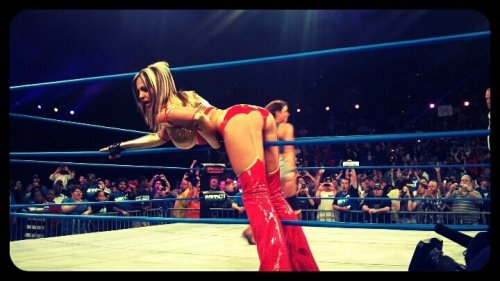 Angelina Love, Bring your Ass to the ring. Tumblr_luvs38CwIi1qie5eho1_500
