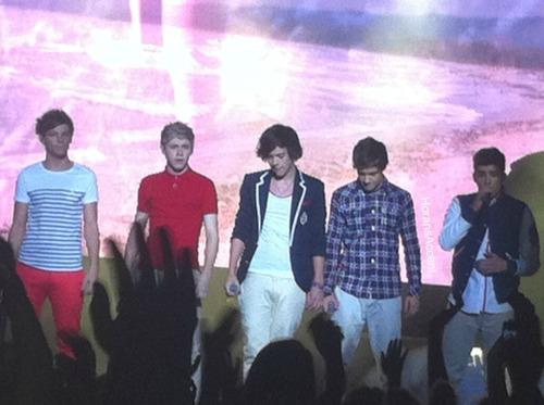 One Direction[4]. - Page 6 Tumblr_lwoo53R5XC1r784y7o1_500