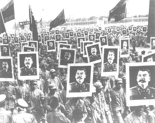 """""""Stalin no promovió la """"coexistencia pacífica"""" revisionista"""" - texto publicado por el blog Crítica Marxista-Leninista en marzo de 2013 - Contiene el texto del británico John B. Green: """"Problemas Económicos del Socialismo de Stalin y el revisionismo"""" Tumblr_m0xzjobmBN1r84pkto1_500"""