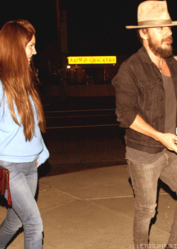 Lana Del Rey going to the Swinger restaurant with Shannon Leto Tumblr_m57iw9jpms1r2d3ybo4_250