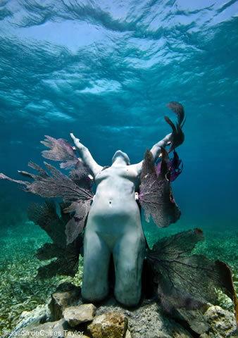 Podvodne skulpture Tumblr_m57op072rQ1r88h0wo1_r1_400