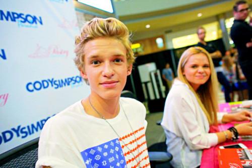 Cody Simpson.[2] - Page 40 Tumblr_m7xbvdlAJ81rw0qv8o2_500