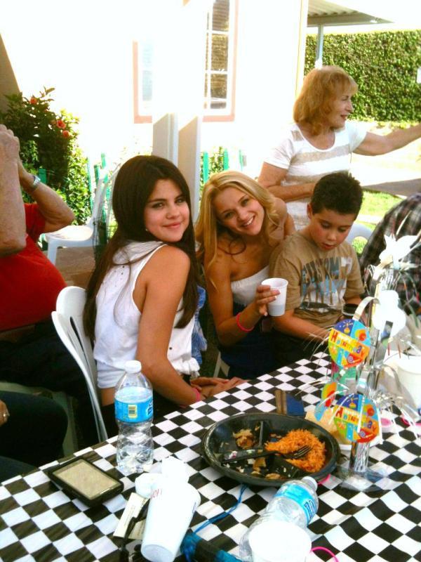 Selena Gomez[5] - Page 2 Tumblr_m7yinfIekD1rq31q9o1_1280