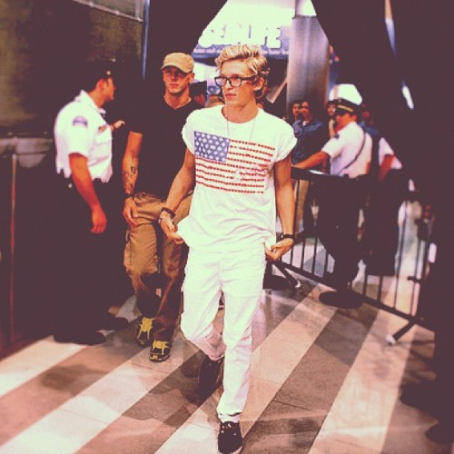 Cody Simpson. - Page 40 Tumblr_m871flpUCa1rd1sh9o1_500