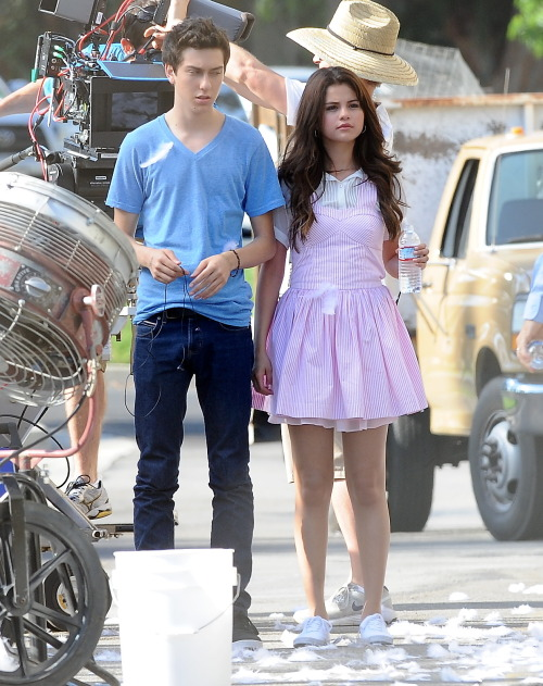 Selena Gomez[5] - Page 5 Tumblr_m8kwz1MezB1qa6i1co1_500