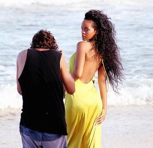 Rihanna .  - Page 39 Tumblr_m8z34nkjh61qgy8r3o1_500