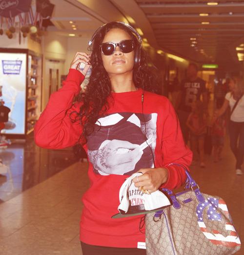 Rihanna .  - Page 39 Tumblr_m9fd4mHPAk1qzclrjo1_500